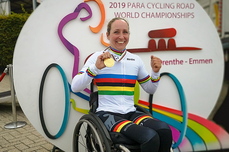 Annika Zeyen mit Medaille bei den Para Cycling World Championships