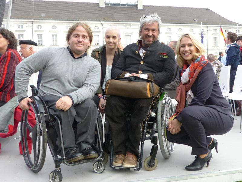 Christoph Pisarz (l.) mit Manuela Schwesig (Ministerpräsidentin des Landes Mecklenburg-Vorpommern) und Klaus Herzog (m.). | Foto: Klaus Herzog