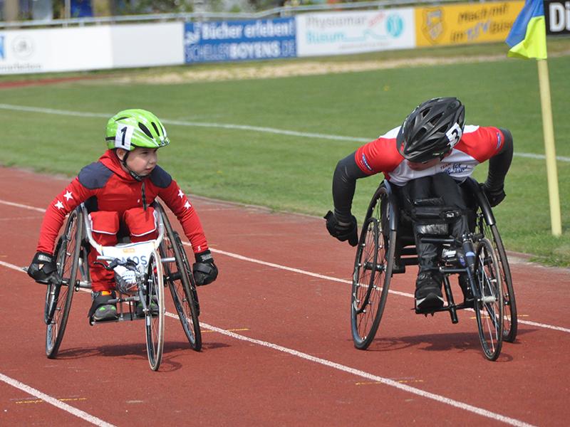 Schnupperlehrgang im Rollstuhlschnellfahren mit Heini und Gudrun Köberle.