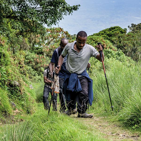 Unermüdlicher Santos beim Weg zum Gipfel des Mt. Meru