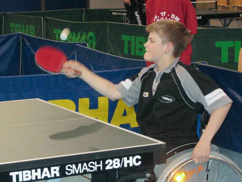 Thomas Schmidberger 2005 beim Tischtennis spielen.