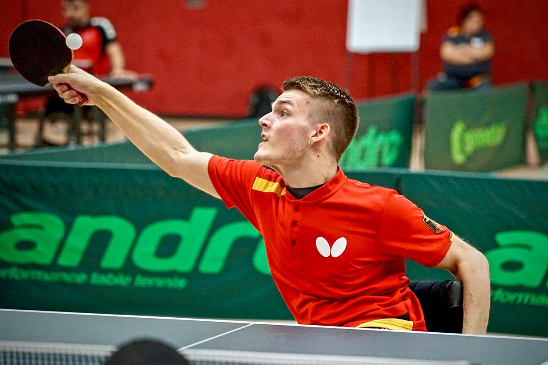 Tischtennisspieler Thomas Schmidberger an der Platte
