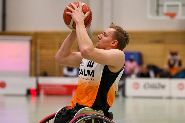 Rollstuhlbasketballer Jan Haller in Aktion